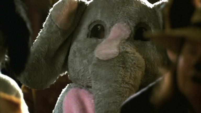 Juro que no me acordaba de que hubiera alguien vestido de elefante hasta que me puse a sacar las capturas. El mundo es pequeño.