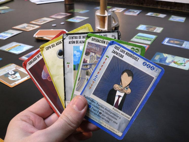 Ladrillazo: un juego de cartas para corruptos como tú